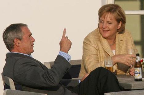 Merkel kaj Bush diskutas. Prenita el paĝaro de Focus (ligilo kondukas al la tuta galerio)