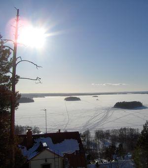 Зима. Озеро Pyhäjärvi (Пюхяярви) близ Тампере. Вид с гряды Писпала