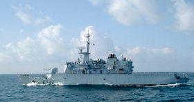 """Французский фрегат """"Нивоз"""" и его пушка. Фото из Википедии"""