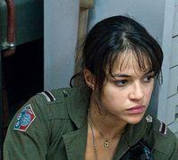"""Мишель Родригес — в """"Лосте"""" она была злой, а в """"Аватаре"""" добрая. В жизни, говорят, любит выпить и порулить"""