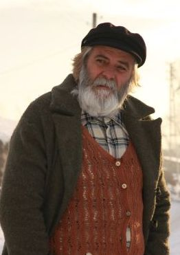Тарык Акан в роли 70-летнего молоканина Мишки