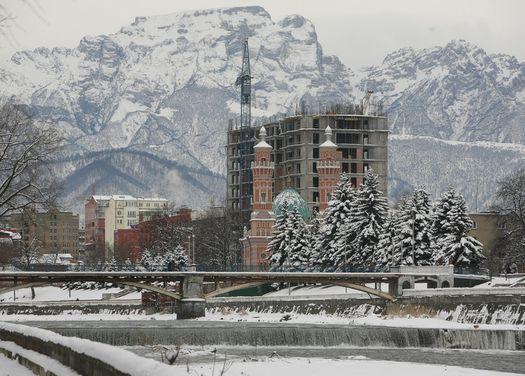 Столовая гора, Суннитская мечеть и мегастройка. Владикавказ, 2010.