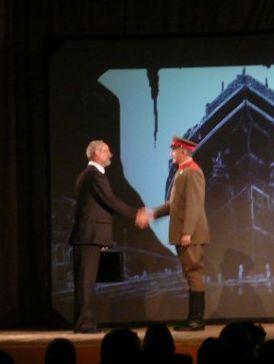 Spektaklo dum REK en Sankt-Peterburgo. Fotis Nadeĵda Karamalikova