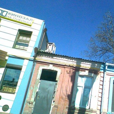 Владикавказ. Вписывание железной двери в окно XIX века