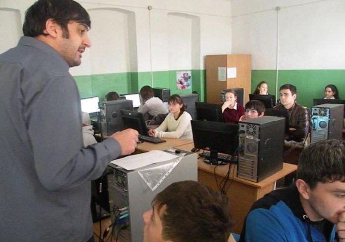 Сослан Табуев преподаёт программирование в Цхинвале