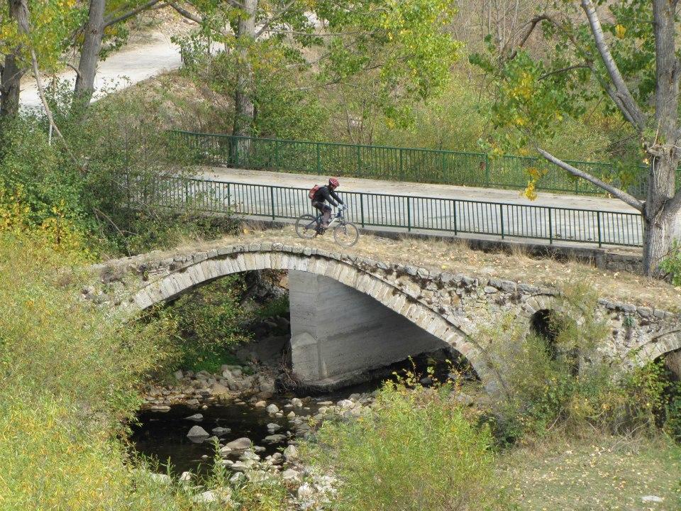 Велосипедист на Трансродопском маршруте