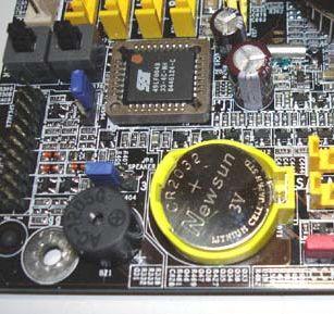 на современных платах сменить CMOS-батарейку очень просто